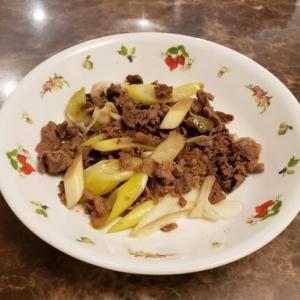 牛肉と長ネギの甘辛炒めのレシピ|砂糖で甘く・醤油で辛目に味付け