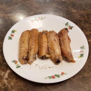 鶏手羽中の塩焼き|オーブンで焼き、胡椒とレモンでさっぱりいただく