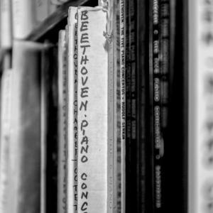 村上春樹 – 古くて素敵なクラシック・レコードたち の表紙を飾る音を聴いてみよう!