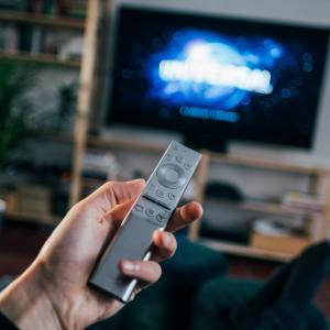 アマゾンプライムビデオをFIRE TV STICKを使ってテレビで見よう。