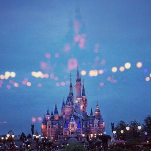 【ディズニープラス】(Disney+)をテレビで見る方法を知って、ディズニーな毎日をプラスしよう。