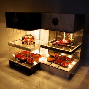 2点セット・ブラック&ホワイト大理石・2層式LED12灯タイプ・ディスプレーBOX / 床・天井にLED照明付/トミカサイズで計12台収納