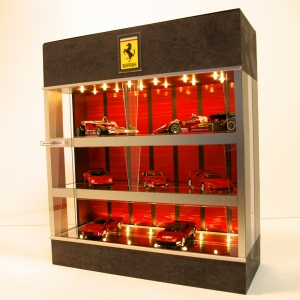 黒.赤&シルバー3層式・LED24灯・ディスプレーBOX / 床・天井にLED照明付/1/64、1/43 / コンパクトサイズで大容量