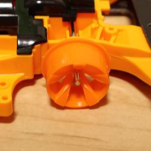 タイヤとホイールの間には両面テープが必須