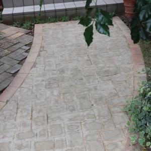 [DIY] 玄関アプローチのレンガの目地埋め  – 固まる土(固まる砂)で目地埋め