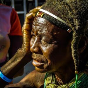 アンゴラの人口構成と将来の見通し。年齢構成や学歴構成の変化を確認する
