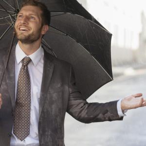 【コスパ重視】メンズ、おしゃれな安い折りたたみ傘・おすすめ5選