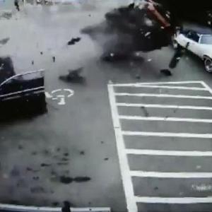 [動画0:18]アクション映画のような事故が撮影される