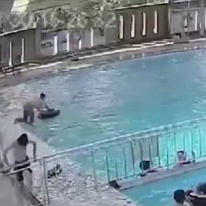 [動画1:55]17歳の少年、誰にも気付かれることなく溺れる