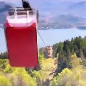 [動画1:16] イタリアのロープウェイ事故映像、怖すぎ・・・