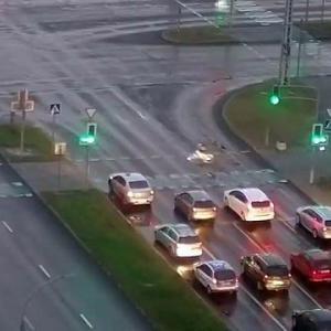 [動画1:07] 自転車さん「赤信号になったけど間に合うやろ!」→結果
