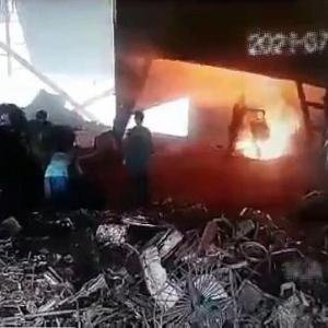 [動画1:10] 製鉄炉に従業員が転落!生きたまま焼かれる・・・