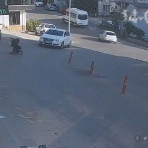[動画0:41] 店の前に置かれたベビーカー、坂道を加速して・・・