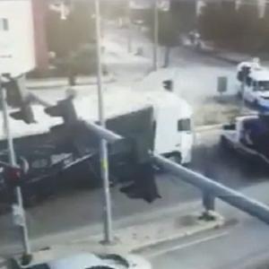 [動画1:26] 大型トラックが暴走して逆走、数台を巻き込む大事故の映像