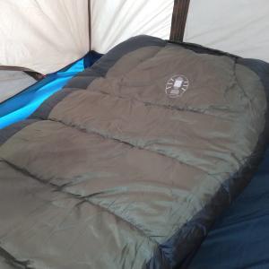 今から始めるキャンプライフ。初心者キャンパーで行こう 寝袋編