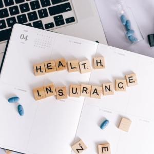 【薬剤師・調剤事務必見】各薬局に1冊! 保険・レセプト業務に使えるおすすめ本を紹介