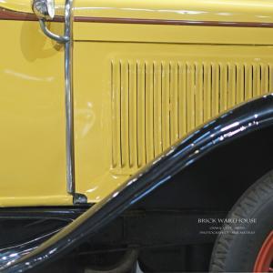 大阪 赤レンガ倉庫 「エンジンを掛ければ100年前のレーサー気分 ♪」