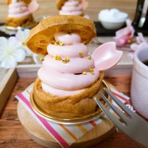 桜のチーズシュークリーム