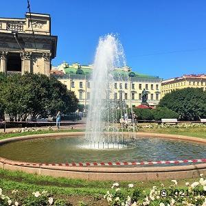 水の都サンクトペテルブルク。運河だけでなく噴水も豊富です。