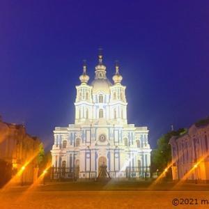 【サンクトペテルブルク観光地】青と白のコントラストが美しいスモーリヌイ聖堂(夏)