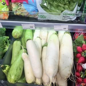 今日の夕飯は大根です!ロシアで買う大根。
