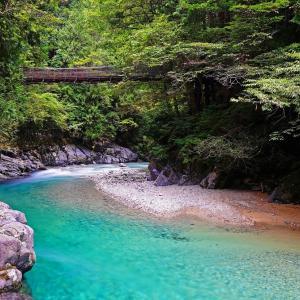 長野県の素敵な渓谷へ〜エメラルドグリーンの素晴らしい阿寺渓谷!清流の美しさに癒やされます