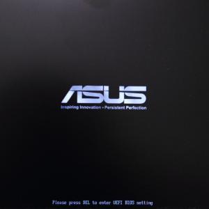 再起動時にBIOSの読み込み画面で固まる。原因は?