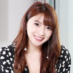 「Gバスト」森咲智美、「艶っぽ衣装でパンチ&キック」トレ動画の意外ド迫力!