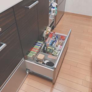 キッチンまわりの収納を見直して、食品ストックを整理