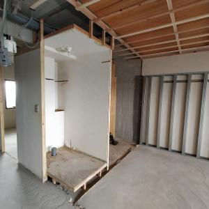 【施工3週目】トイレの壁消失とカーテン検討