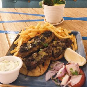 チョンバルのバカラキでギリシャ料理を食べる