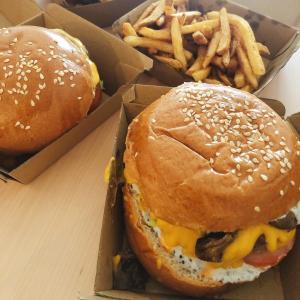 デリバリーで食べたトリュフチーズバーガーが美味しかった。【オーチャード・RBL Burger】