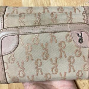 スマホケースと財布の一体型を買う。