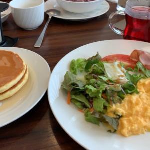 朝食からのすぐファミレスモーニングへ!( ;∀;)えw
