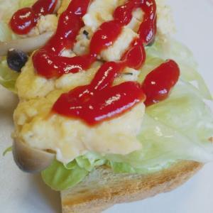【きのこinスクランブルエッグ】トースト