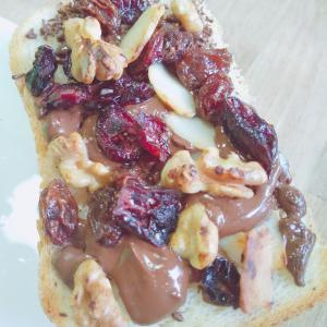 【チョコ+ドライフルーツ+ナッツミックス】トースト