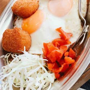 【インデアンカレー】溺愛される富山カレー「目玉焼きコロッケ」