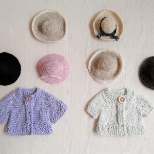 リネン糸で編んだミニミニ・ニットと大昔の帽子