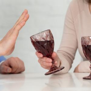 あえてお酒を飲まない人たち