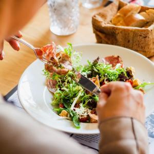 午後の作業効率を落とさない、賢い昼食の摂り方