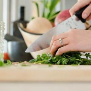 【同棲 料理】2人暮らしでの料理、分担はどうする?献立は何にする?
