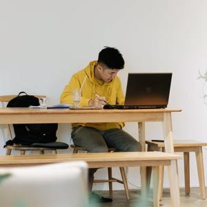 フリーランスになる方法:仕事、メリット、デメリット