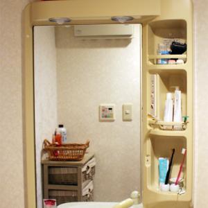 【洗面所リフォーム事例】DIYでクロス張り替え・洗面化粧台交換・床張り替えまで
