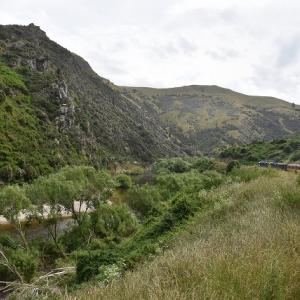 2018年 ニュージーランド旅行記 第33回 タイエリ峡谷鉄道乗車記その2 険しい峡谷を登りヒンドン駅を通過