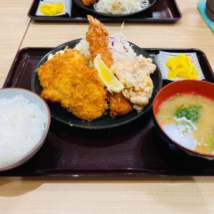 謹製鶏かつ「食べりん亭」の、ごっつう太いエビフライ