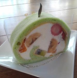 隣町のフルーツロールケーキ