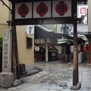 """浪花情緒が漂う""""大阪ミナミの法善寺"""