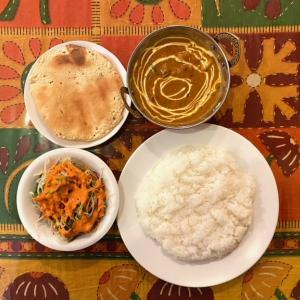 阪急伊丹駅西側すぐ、インド料理 ・インドカレー「タンドリーディライト」でランチです。