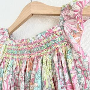 可愛いスモッキング刺繍の子供服