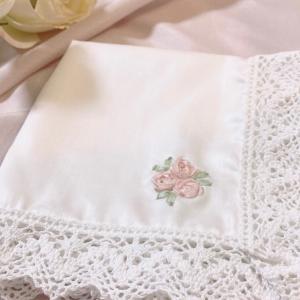 リボン刺繍の薔薇を素敵なハンカチに ②